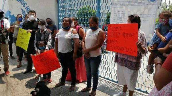 Mujeres de Huazantlán del Río, denuncian a su agente municipal tras haberlas violentado