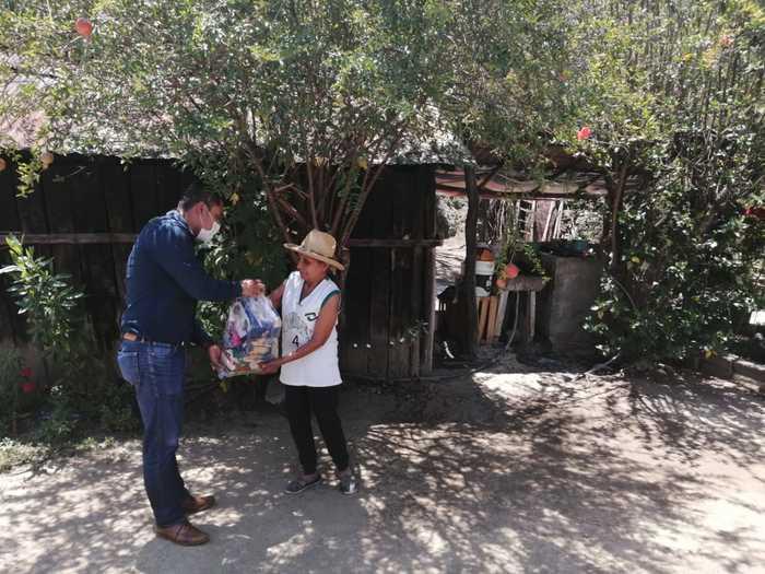 Entrega César Morales Niño, ayuda alimentaria a quienes más lo necesitan