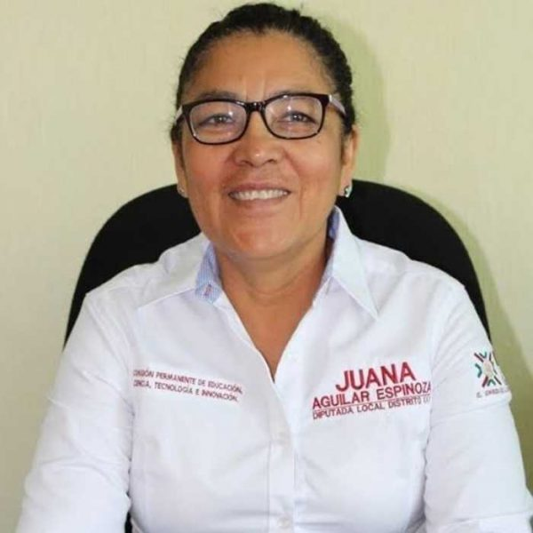 Diputada Juana Aguilar, propone que los docentes laboren en la comunidad a la que pertenecen