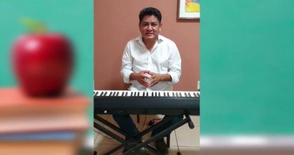 Felicita Irineo Molina a maestros en su día