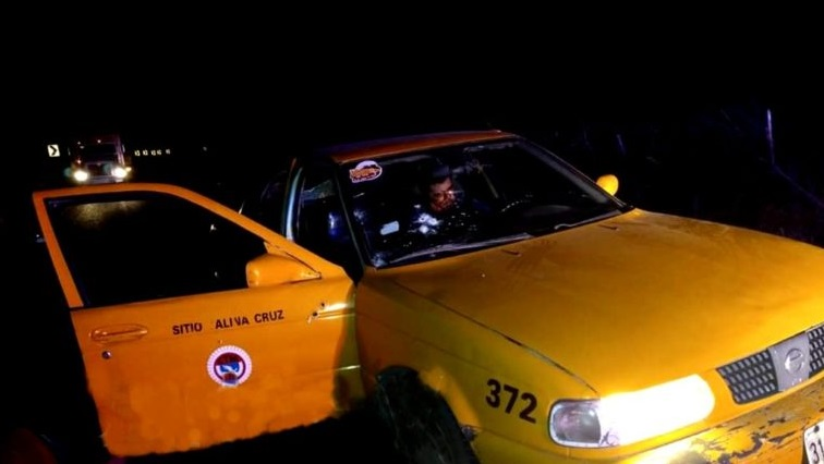 Ataque armado contra un taxi deja un muerto y dos lesionados en Tehuantepec