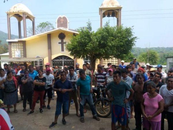 Tras correrlos, La Joya Jacatepec se queda sin médicos que los atiendan