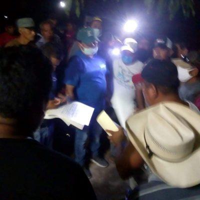 Retienen a funcionarios en Jacatepec, exigen desmentir caso de covid