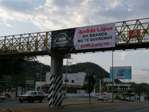 Con caravana de vehículos, Frente Nacional AntiAMLO protestó en Oaxaca