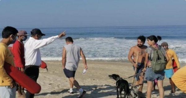 Realizan operativo en Zicatela y Huatulco, para retirar a surfistas y bañistas