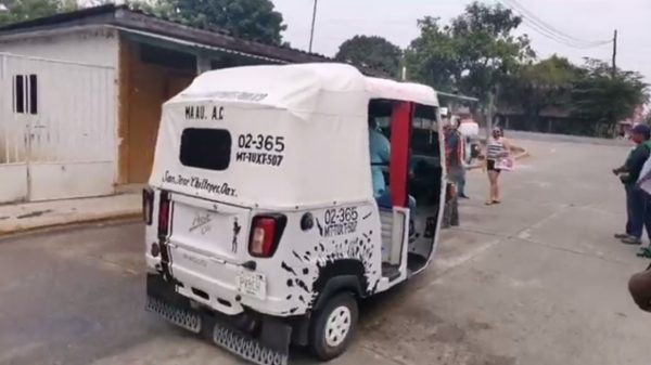 Sanitizan unidades de transporte público en Chiltepec