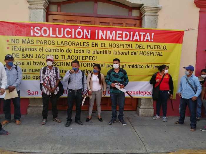 Autoridades de Zenzontepec y Tlacotepec, denuncian discriminación de parte de personal de salud
