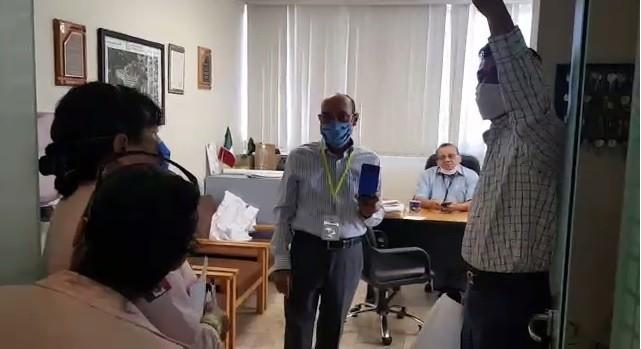 Trabajadores del ISSSTE de Oaxaca encaran a director para exigirle su salida