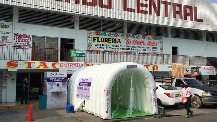 Instalan en Tuxtepec túneles sanitizantes en mercados