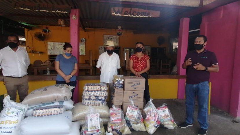 Activistas políticos instalan dispensario de víveres en Valle Nacional