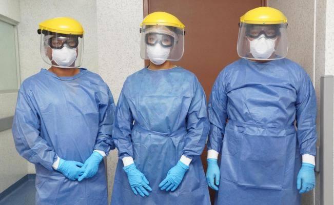 Suman alrededor de 100 trabajadores de la salud con covid, en la Cuenca