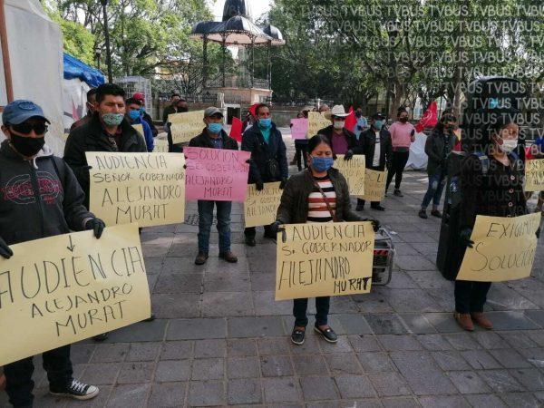 Antorchistas se manifiestan frente a palacio de gobierno de Oaxaca, piden solución a conflicto en Santo Domingo Yosoñama