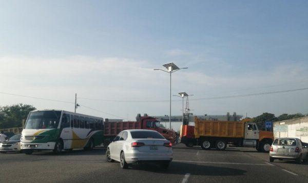 Por segundo día consecutivo transportistas mantienen bloqueos en el Istmo