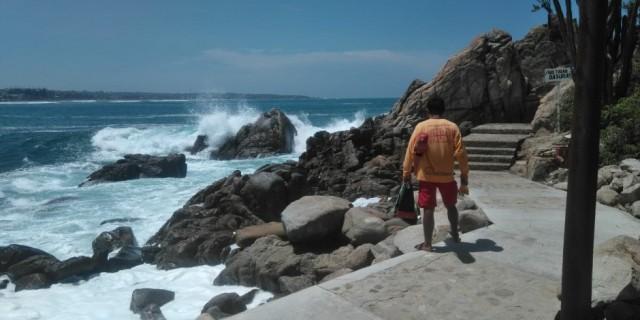 Inicia CEPCO búsqueda de extranjero desaparecido en Playa Zicatela