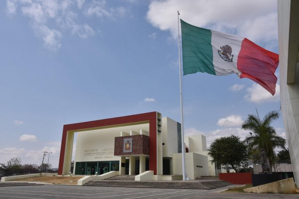 Aprueba Congreso de Oaxaca, quitar nombre de ex gobernador Ulises Ruiz de recinto legislativo
