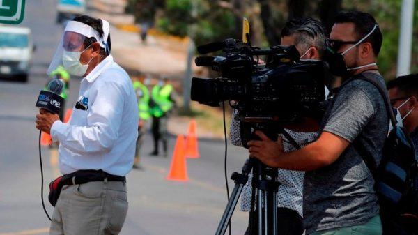 Mueren al menos 127 periodistas por COVID-19 en el mundo; 13 en México
