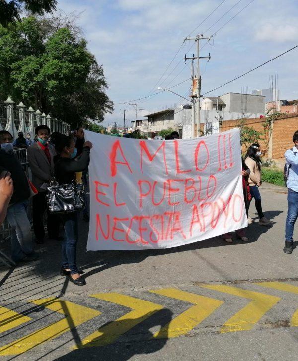 Entre protestas inició AMLO su gira en Oaxaca