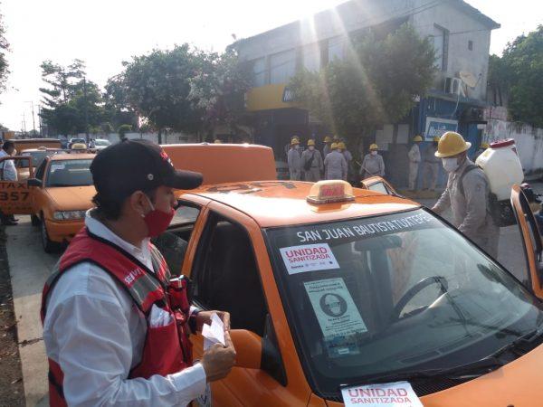 SEMOVI realiza sanitización de taxis en Tuxtepec