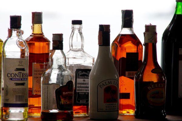 Dueños de bares y cantinas cierran por ley seca; a partir del 3 de agosto abrirán de manera normal