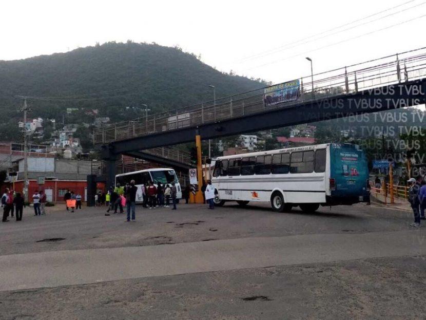 Vecinos bloquean carretera 190, exigen retiro de laboratorio por no respetar medidas sanitarias