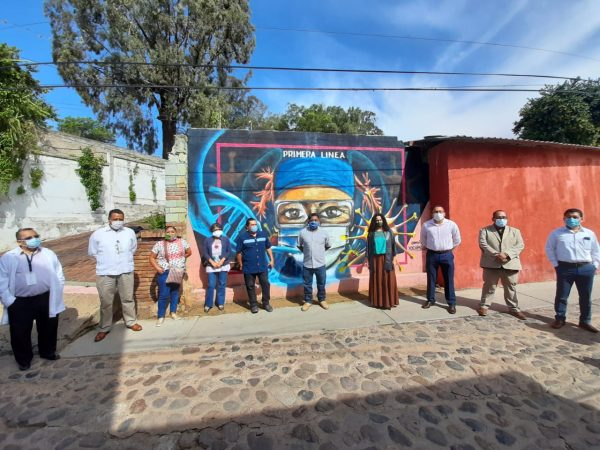 Inauguran mural en barrio Xochimilco de Oaxaca como homenaje a personal de salud