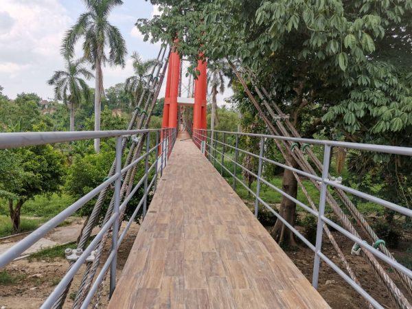 No está terminado, aún así ya es utilizado el Puente colgante de San Bartolo