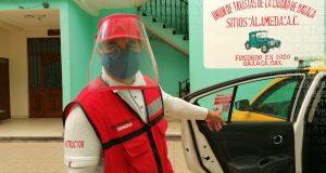 Coloca SEMOVI calcomanías en taxis para que usuario conozca tarifas vigentes
