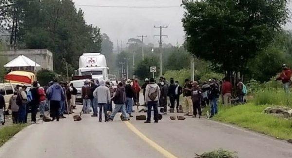 Pobladores y autoridades auxiliares de Tlaxiaco, exigen que edil haga entrega de recursos