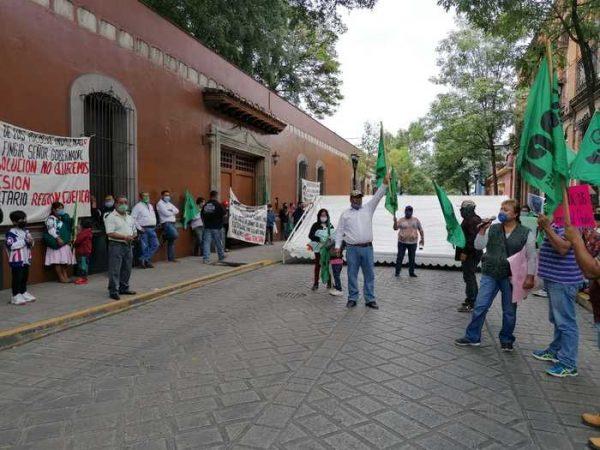API vuelve a salir a las calles de Oaxaca, se manifestaron frente a casa oficial