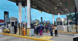 Pobladores de San Andrés Dinicuiti toman caseta de Huitzo