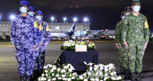 Llega al Aeropuerto de la Ciudad de México 245 urnas de mexicanos que perdieron la lucha contra el Covid-19 en Estados Unidos