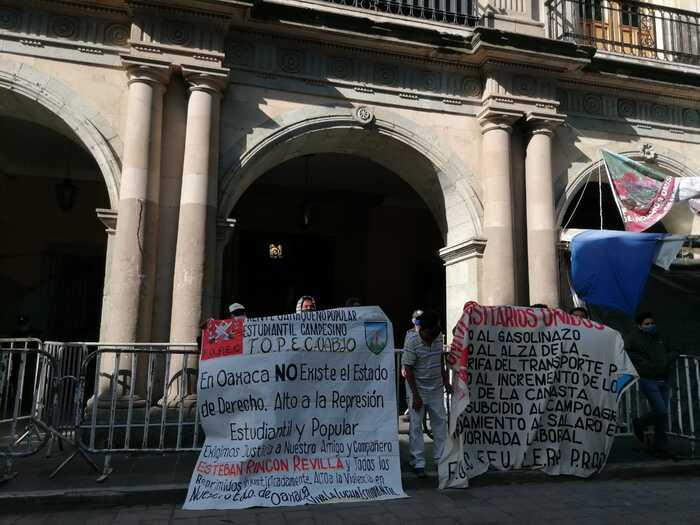 Frente Oaxaqueño Popular Estudiantil Campesino, denuncia abuso de autoridad de agentes estatales