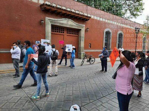 Desplazados de Lomas de Quio permanecerán indefinidamente frente a casa oficial si no les dan el terreno