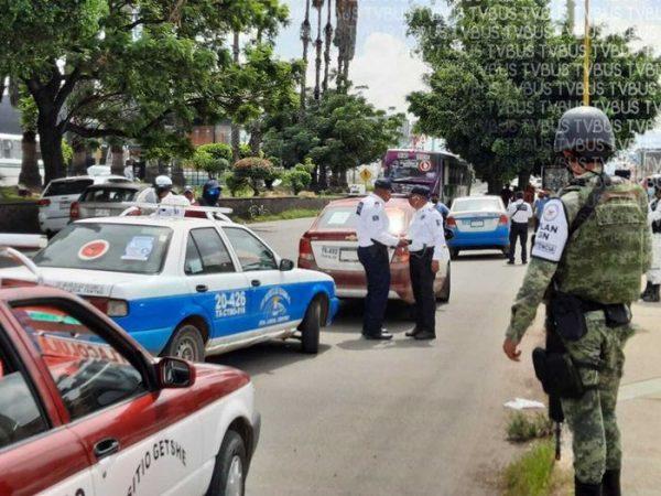 SEMOVI y GN realizan operativo en Oaxaca, para detectar unidades piratas