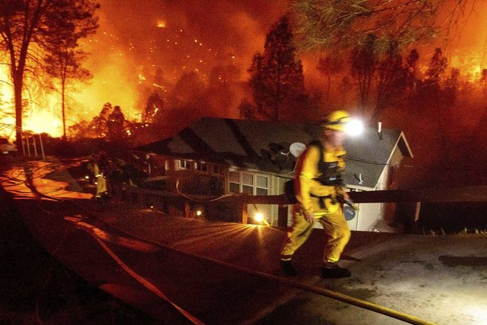 California pide auxilio ante voraces incendios