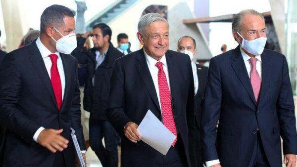 Concreta Alejandro Murat acuerdo con la SEP en beneficio del alumnado y magisterio mexicano