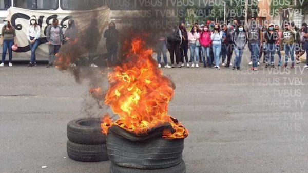 Normalistas bloquean avenidas en Oaxaca, exigen que examen de admisión sea presencial y no a distancia