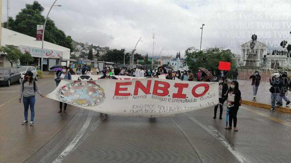 Normalistas del ENBIO marchan en Oaxaca; piden que examen sea presencial y no a distancia