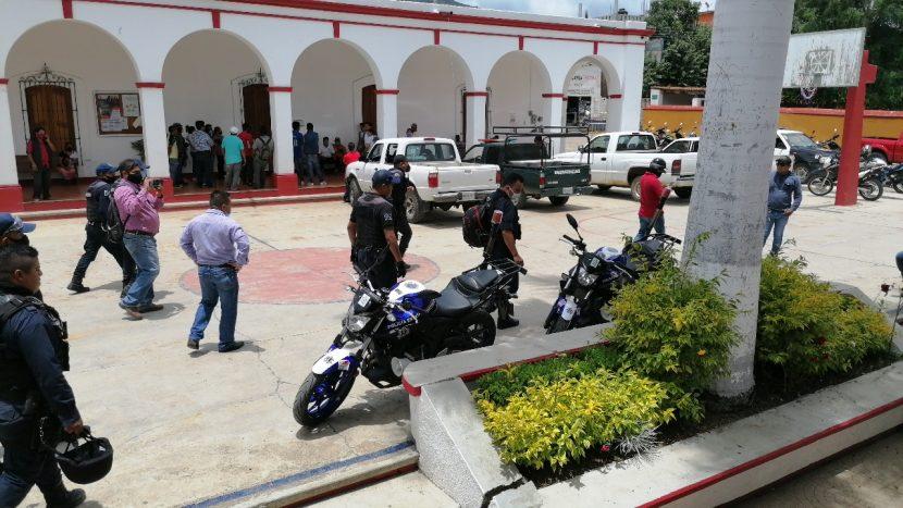 Luego de varias horas, liberan a policías detenidos en Huayapam