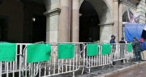 Trabajadores de la gubernatura de Oaxaca, se manifiestan en apoyo a compañeros del registro civil
