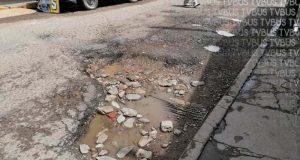 Molesta la ciudadanía de Oaxaca de Juárez por innumerables baches en las calles