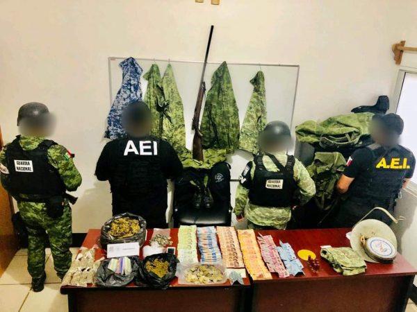 Fiscalía General ejecuta 5 cateos simultáneos en el Istmo; asegura armas, droga, dinero en efectivo y detiene a tres personas