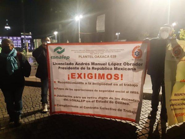 Sindicalizados del CONALEP de Oaxaca protestan en palacio nacional