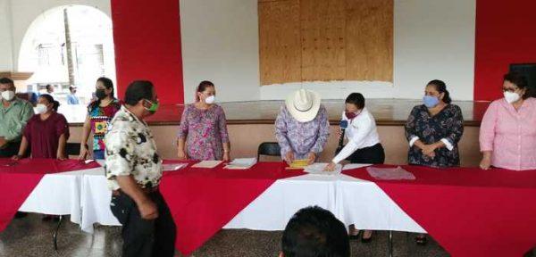 Entregan apoyos a ejidatarios de Loma Bonita, por más de 770 mil pesos