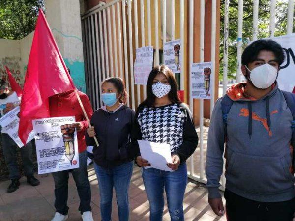 Denuncian deficiencias en examen de selección a distancia y elevados costos para cursos en Oaxaca