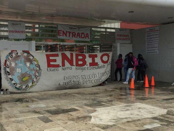 Una vez más normalistas de la ENBIO toman ciudad administrativa en Oaxaca
