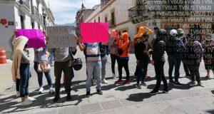 Normalistas egresados se manifiestan en oficinas de la Sección 22, piden ser contratados de manera inmediata