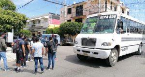 Normalistas secuestran autobuses en Oaxaca para movilizarse
