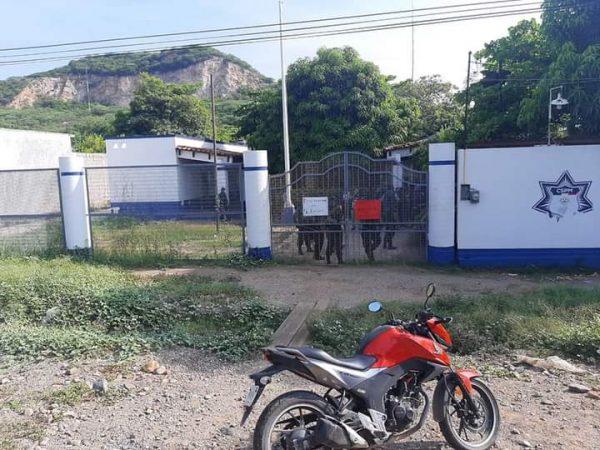 Policía de Tehuantepec tomó sus instalaciones, exigen destitución del director de la corporación