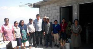Ante la falta de apoyo del gobierno federal y estatal, habitantes de San Pedro Quiatoni construyen sus viviendas a través de organizaciones sociales